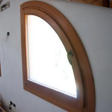 Finestre ad arco in larice